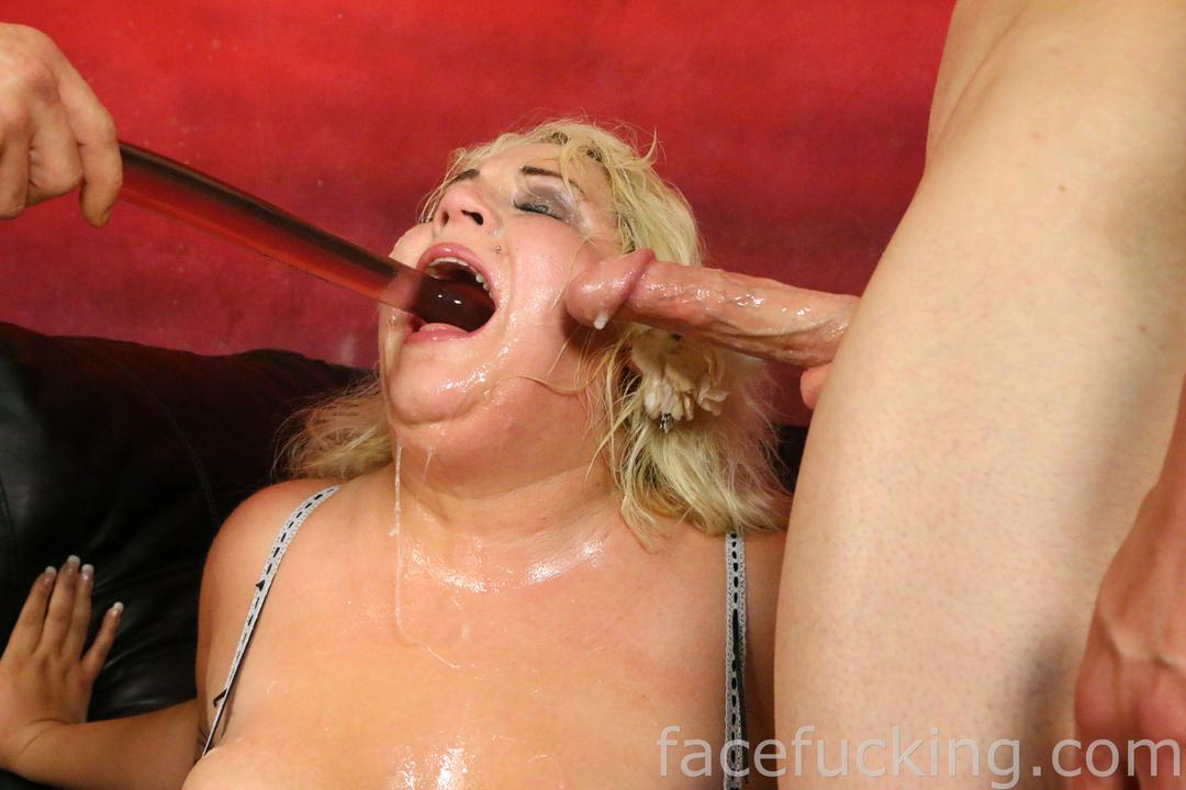This valuable Hot bitch takes facial